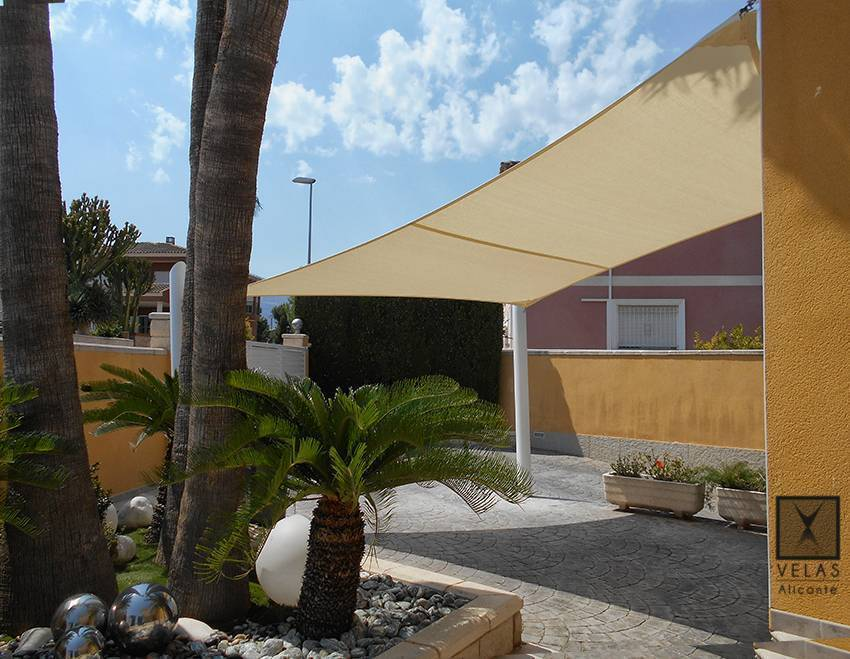 Tensed Shade Sail in Albir