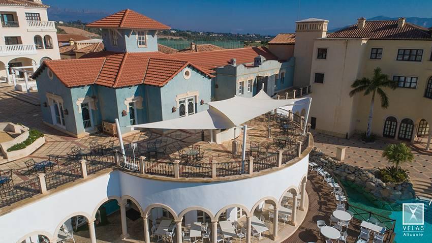 Conjunto de toldos vela tensadas en Hotel Villa Aitana en Benidorm